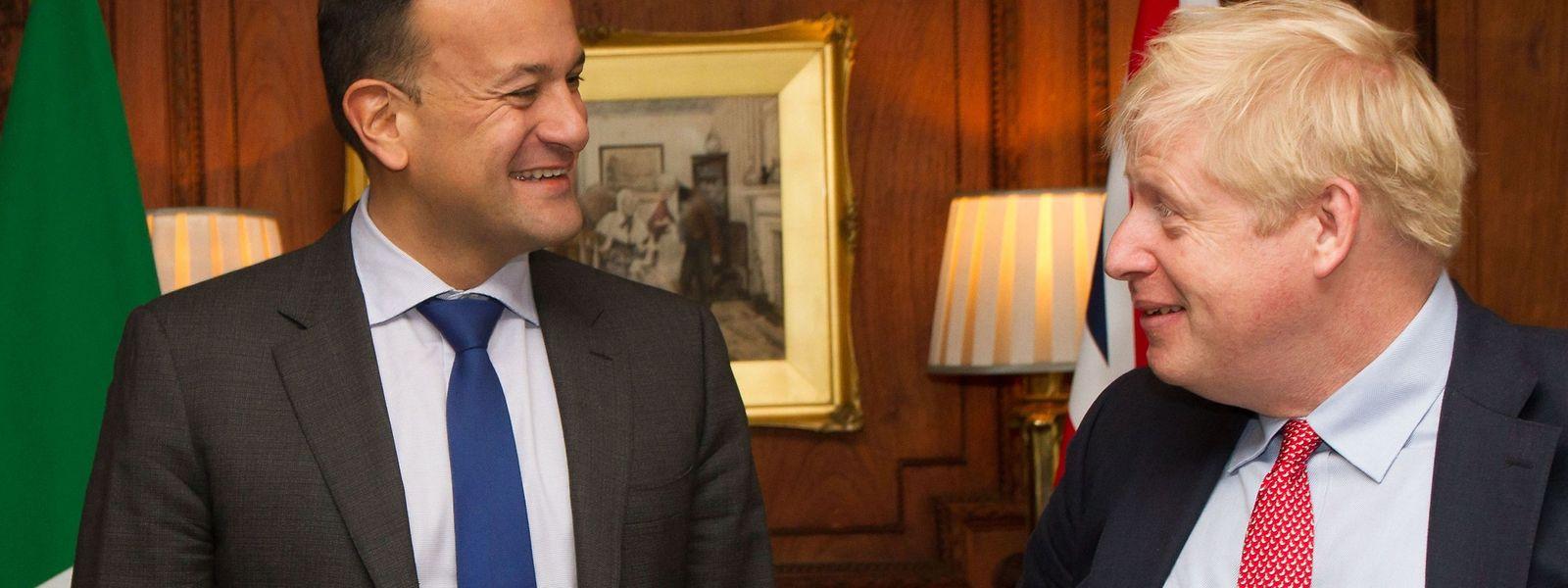 Leo Varadkar und Boris Johnson (r.) im Thornton Manor Hotel im englischen Birkenhead.
