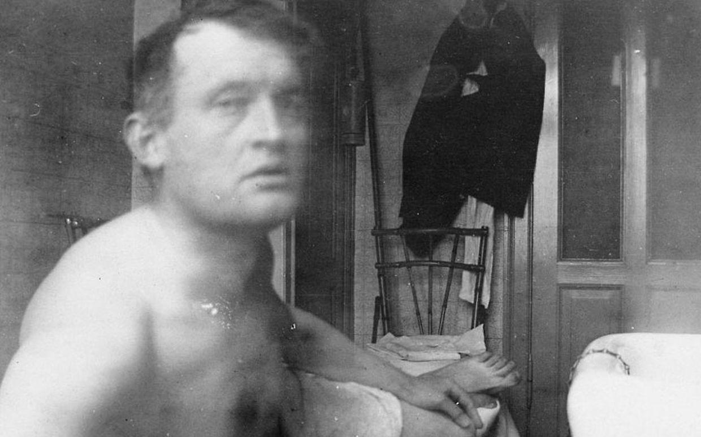 Eine Fotografie aus dem Jahr 1889 zeigt Edvard Munch, der Fotograf ist unbekannt.