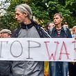 Während die Konfrontation zwischen Russland und dem Westen eine neue Stufe erreicht, fordern viele Ukrainer ein Ende der Gewalt.