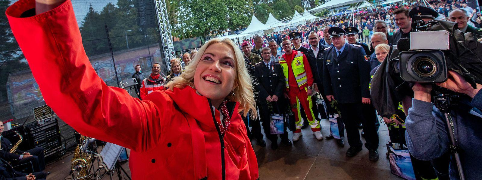 Manuela Schwesig bei einer Feier für die ehrenamtlichen Helfer bei einem Waldbrand in Mecklenburg-Vorpommern.