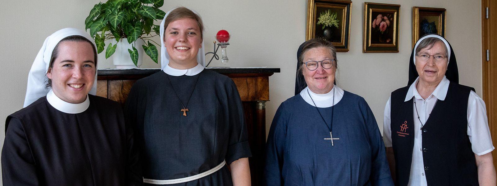 Die Novizinnen Schwester Helena (l.) und Schwester Magdalena (2.v.l.) haben gemeinsam mit neun weiteren jungen Frauen neun Wochen in Luxemburg verbracht. Begleitet wurden sie von Schwester Elvira (r.) und Schwester Beatrice (2.v.r.).