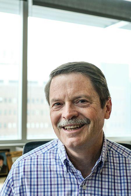 Paul Spearman, coordenador dos ensaios clínicos da vacina Pfizer com jovens dos 12-15 anos, no Hospital de Cincinnati, EUA.