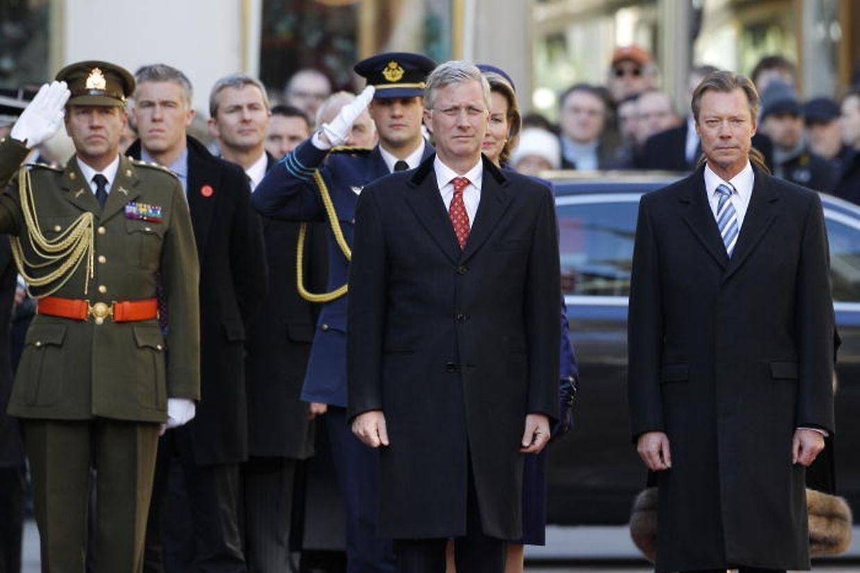 Um 11 uhr wurde das belgische Königspaar vor dem großherzoglichen Palast empfangen.