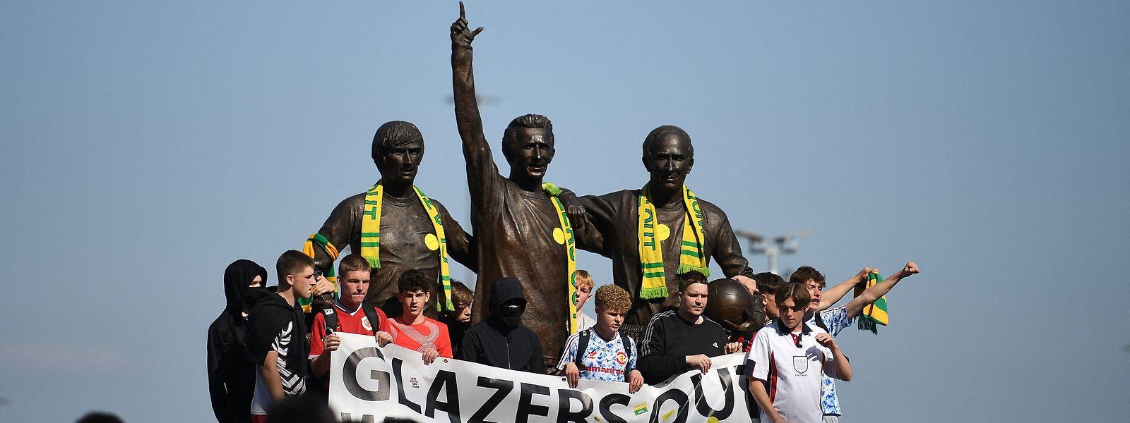 Adeptos ingleses do Manchester United, um dos seis clubes ingleses que abandonou o projeto da superliga (mesmo antes de ver a luz do dia) após protestos inflamados dos fãs.