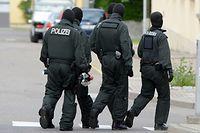Mehrere Wohnungen sowie weitere Räumlichkeiten wurden in Sachsen durchsucht. An dem Einsatz sind insgesamt über 100 Beamte der sächsischen Polizei beteiligt.