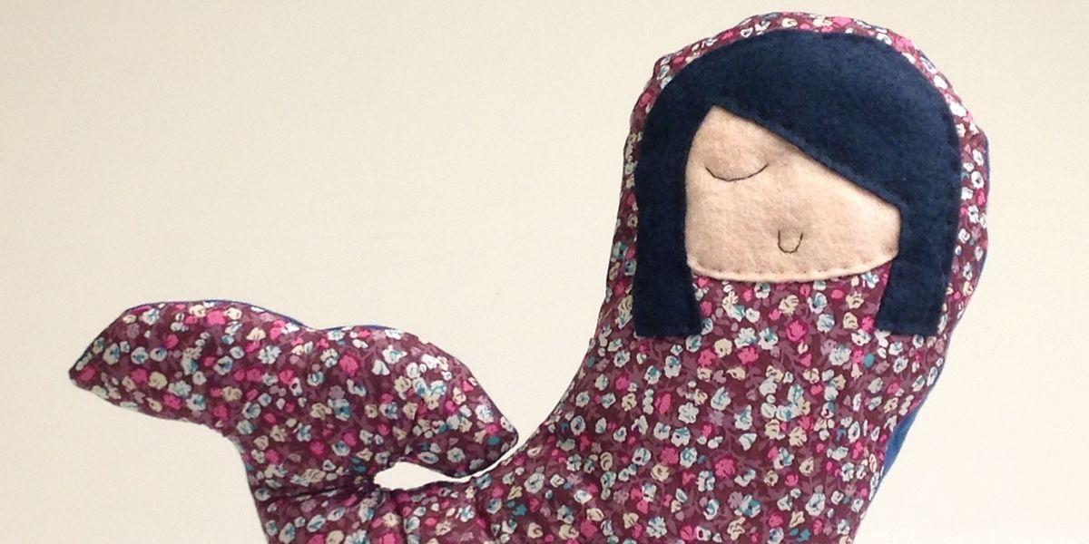 Die Melusinen aus Design-Stoff sind Einzelstücke - jede Puppe ist anders.