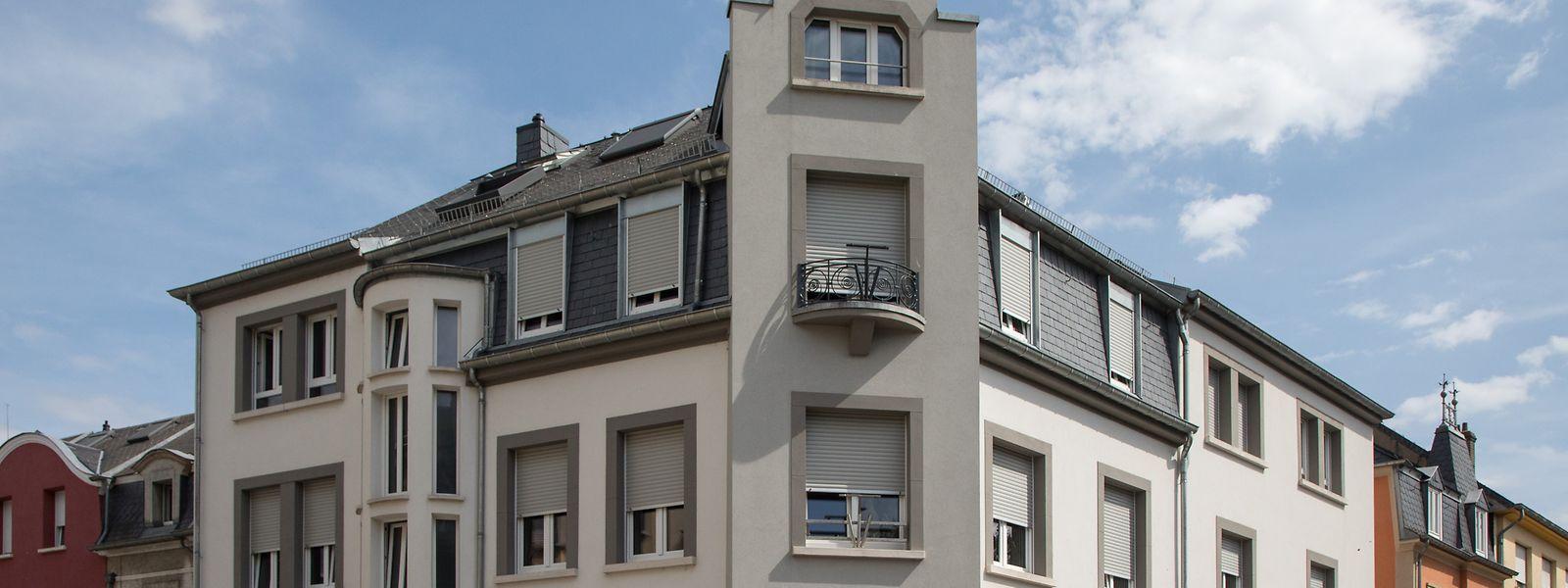 In diesem Haus in Bettemburg hat die Kirchenfabrik Bettemburg mit staatlichen Geldern sieben Studentenwohnungen gebaut. Dort befindet sich auch das Sekretariat der Pfarrei Bettemburg-Frisingen.