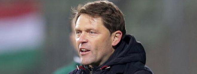 Luc Holtz a dirigé à 77 reprises la sélection nationale luxembourgeoise, avec un bilan de 16 victoires, 15 matches nul et 46 défaites