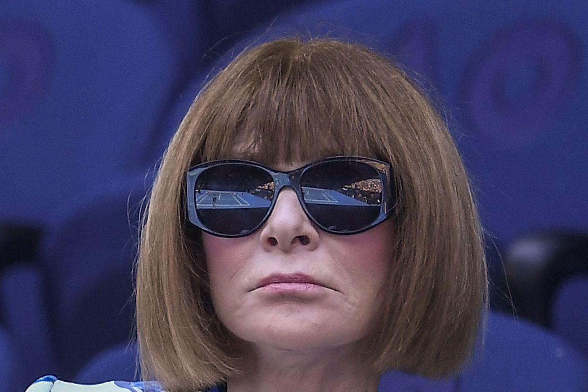Bob-Frisur und Sonnenbrille sind ihre Markenzeichen.