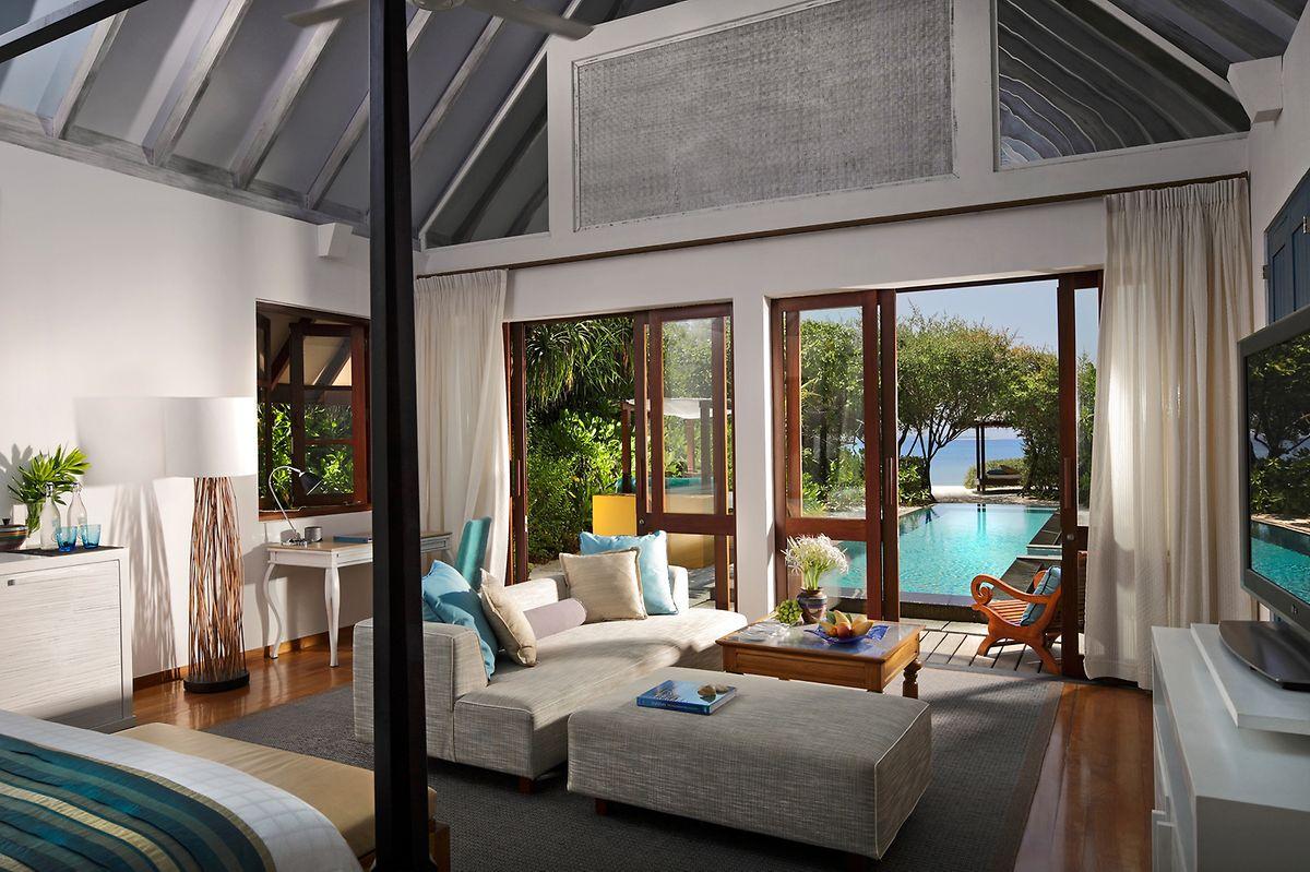 """Purer Luxus: Riesige Villen und der Swimmingpool natürlich direkt vor der Haustür - das bietet das """"Four Seasons Landaa Giraavaru""""."""