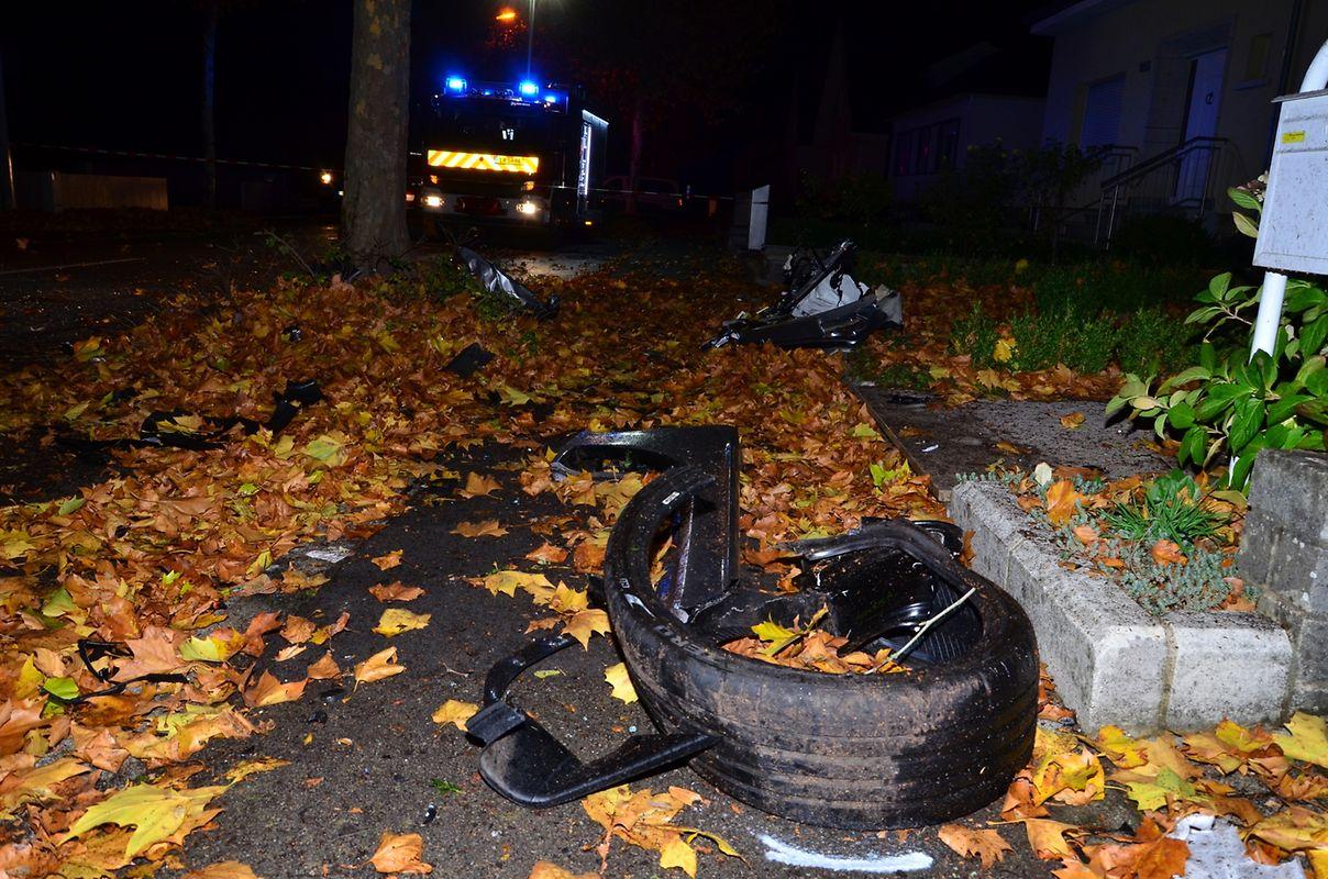 Le jeune conducteur a été éjecté de la voiture par la force du choc et il est décédé sur place.