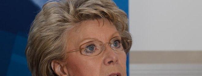 EU-Politikerin Viviane Reding rechnet sich gute Chancen für einen Ministerposten aus. Doch ihr ehrgeiziges Ziel hängt auch davon ab, ob sie bei den Landeswahlen im Bezirk Süden oder Zentrum besser abschneiden könnte.