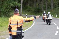 Lok , Polizei , Motorradkontrolle Strecke Wiltz-Kautenbach , Police , Verkehrspolizei , Foto:Guy Jallay/Luxemburger Wort