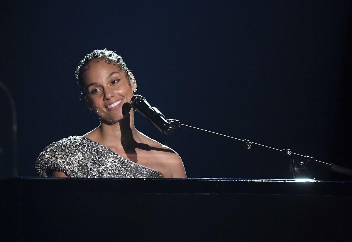 Alicia Keys, la maîtresse de cérémonie de la soirée, a rendu hommage à Kobe Bryant.