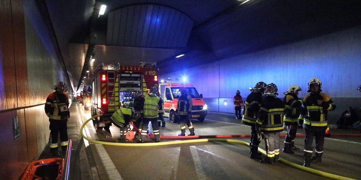 Im Autobahntunnel der A13 bei Mondorf wurde der Ernstfall geprobt.