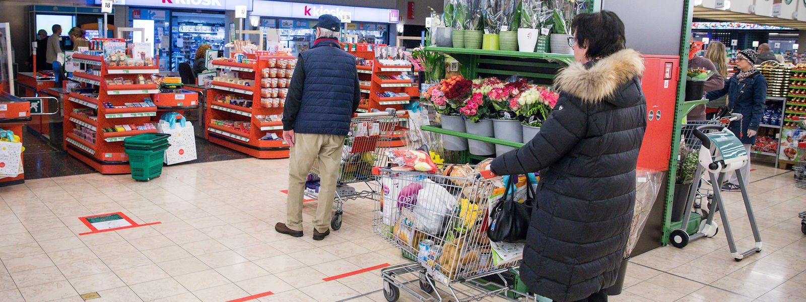 Les intentions d'achat des ménages ont fortement baissé en novembre, à quelques semaines des fêtes de fin d'année, période cruciale pour de nombreux commerces.