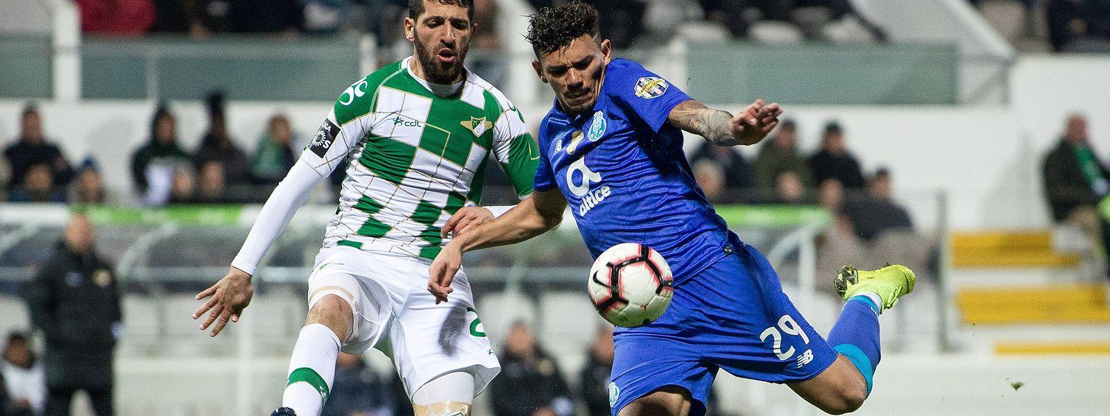 Rafik Halliche e Tiquinho Soares dividiram os pontos em Moreira de Cónegos.