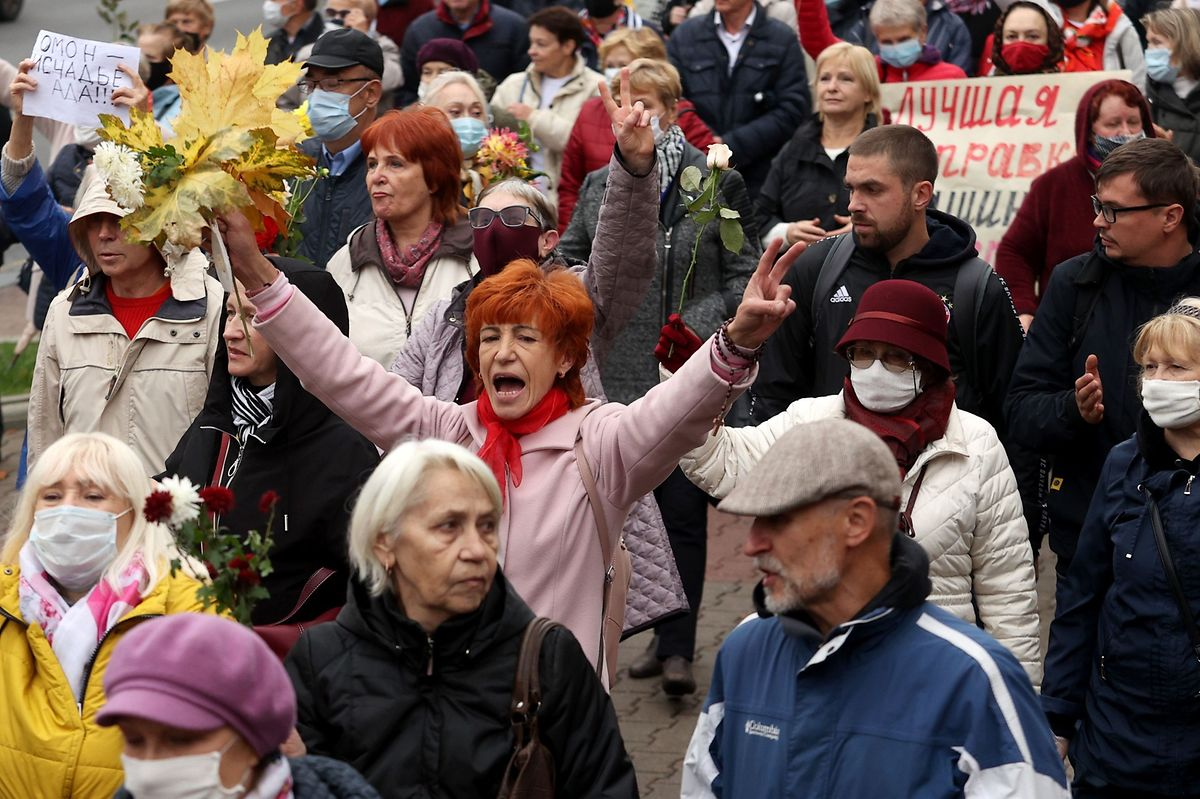 Rentner ziehen in Weißrussland durch die Straßen, um gegen Lukaschenko zu demonstrieren.
