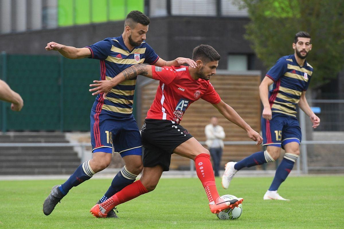 Dejvid Sinani et le Fola ont distancé le FC Una Strassen de Kevin Lourenco.