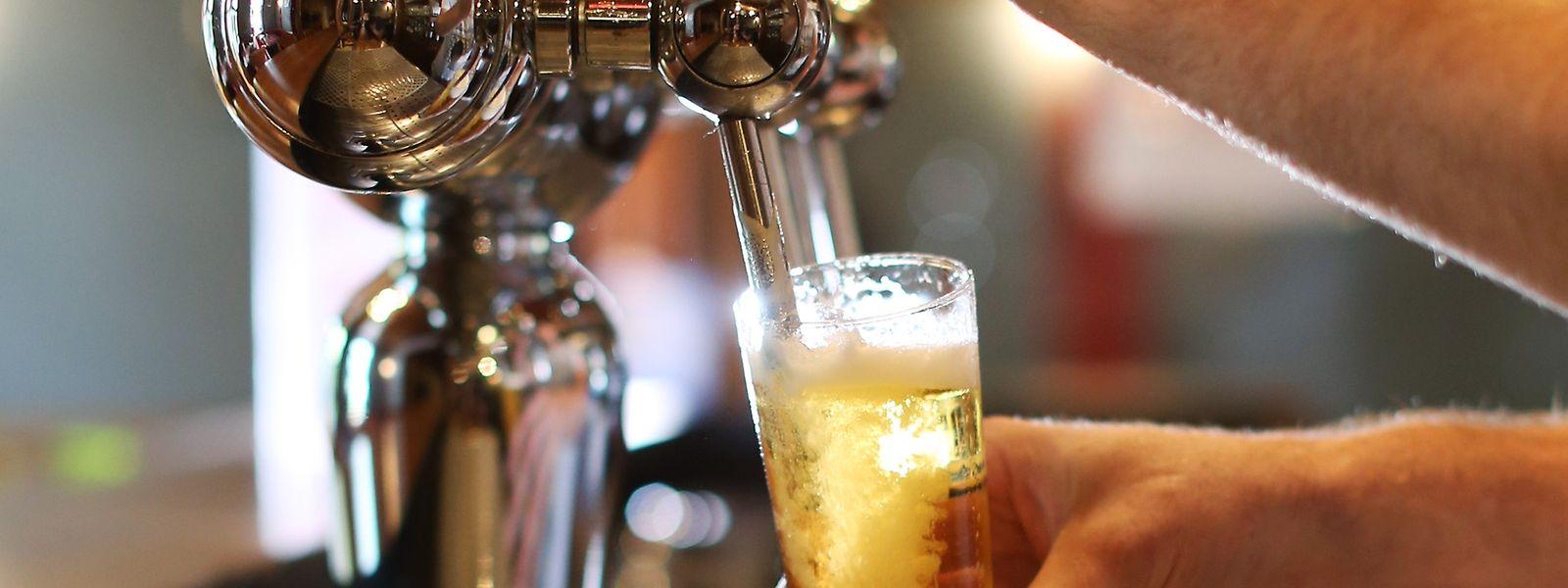 Der Brauereigigant Anheuser-Busch InBev soll Angaben der EU-Kommission zufolge seine marktbeherrschende Stellung missbraucht haben.