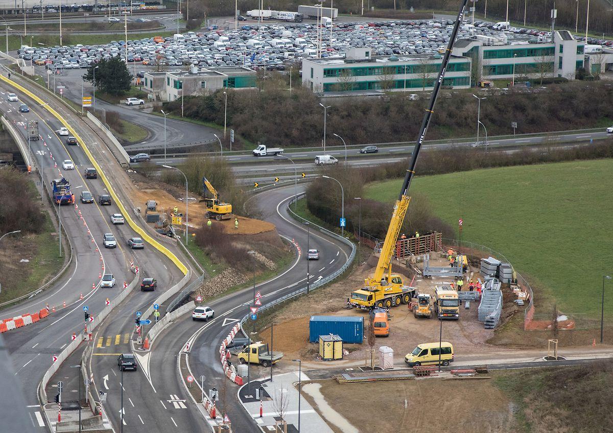 Cloche d'Or: Die neue Brücke führt Passanten auf sicherem Weg über die Autobahnauffahrt.