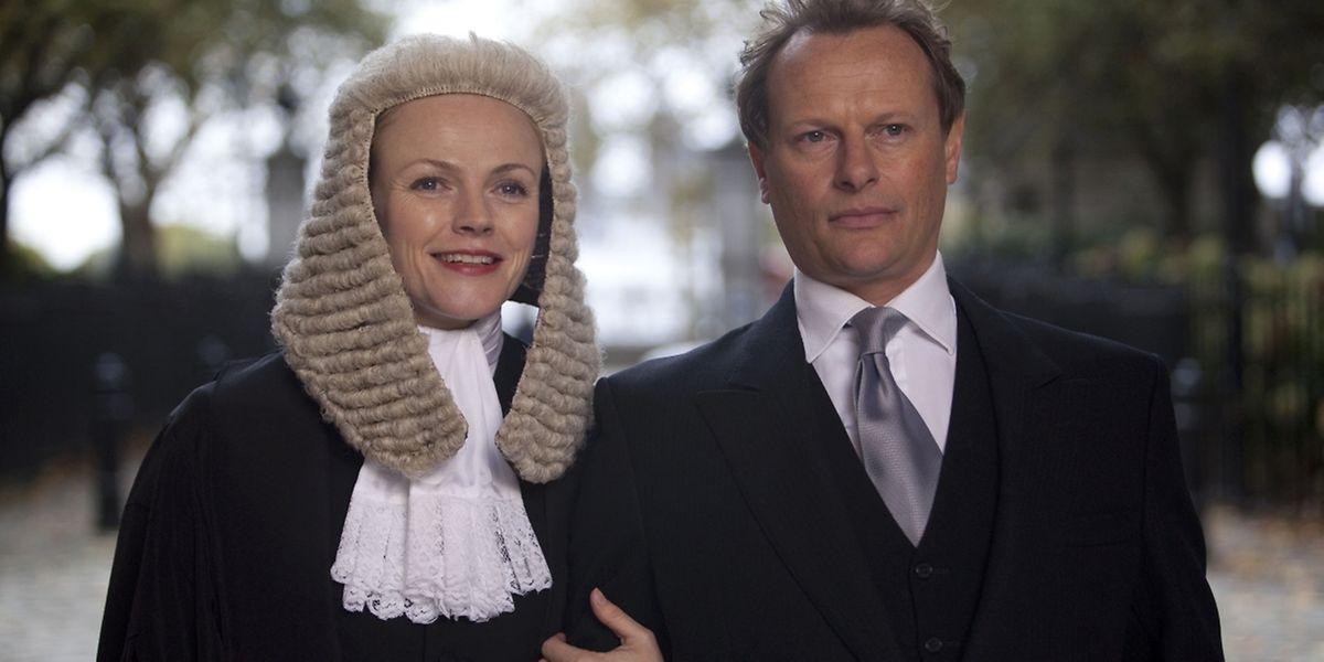 Martha Costello setzt sich im rauen Anwaltsmilieu dank ihres Fachwissens durch.