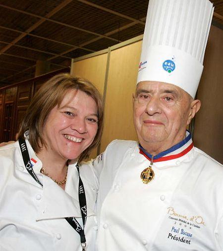 """Mit Kochlegende Paul Bocuse versteht sich Léa Linster gut. Dass es ihr schon Ende der 80er-Jahre als Frau gelang, den Wettbewerb des """"Bocuse d'Or"""" zu gewinnen war eine Sensation."""