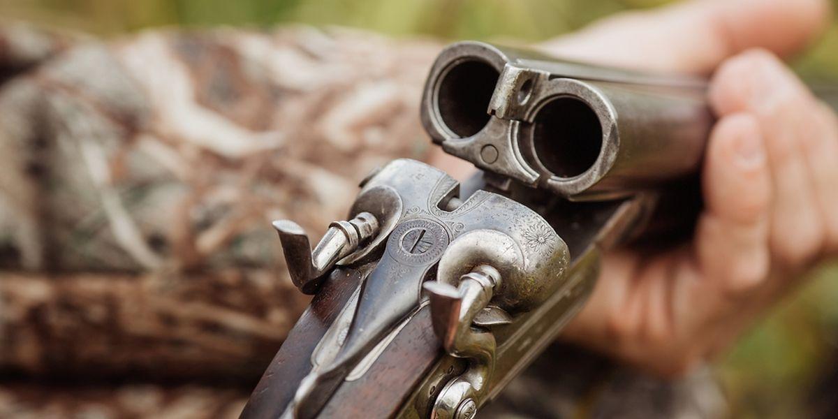 Der Mann habe die Waffe aufgrund einer früheren Mitgliedschaft im Schützenverein legal besessen, erklärte der Oberstaatsanwalt.