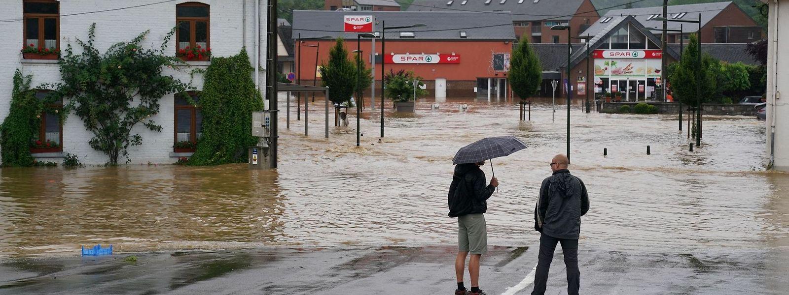 L'enquête devra notamment déterminer si les eaux du barrage d'Eupen n'ont pas été lâchées trop tard.