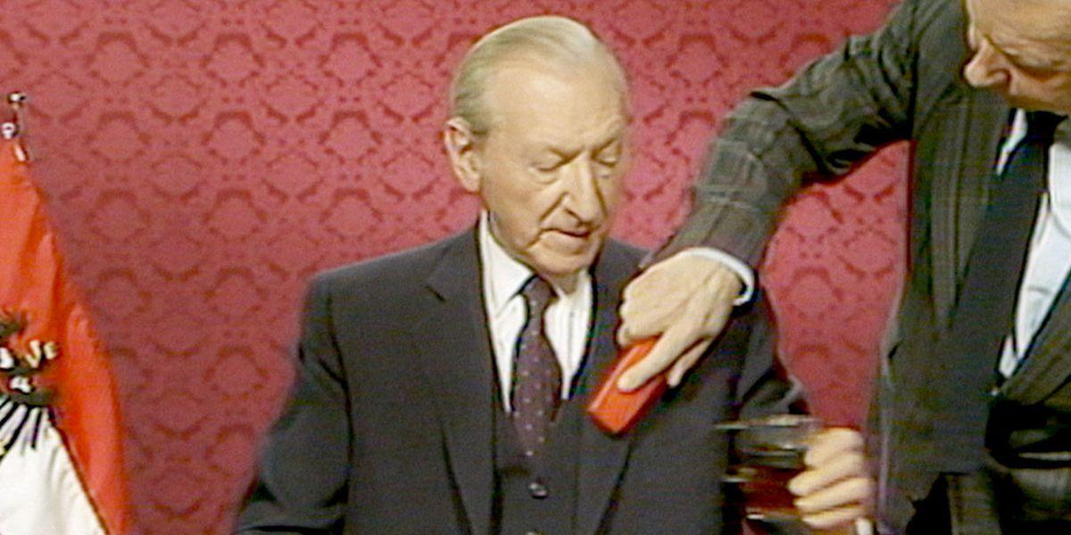 """""""Sie werden nichts finden, wir waren anständig."""" Österreichs Bundespräsident Kurt Waldheim wurde 1988 vom Vorwurf der Beteiligung an NS-Kriegsverbrechen freigesprochen."""