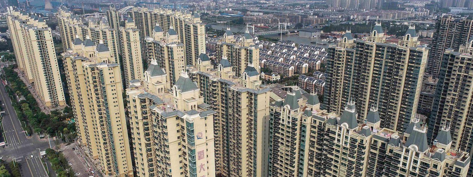 Selon des experts, Evergrande conserve dans son portefeuille 1,4 million de logements vendus mais... pas entièrement construits.