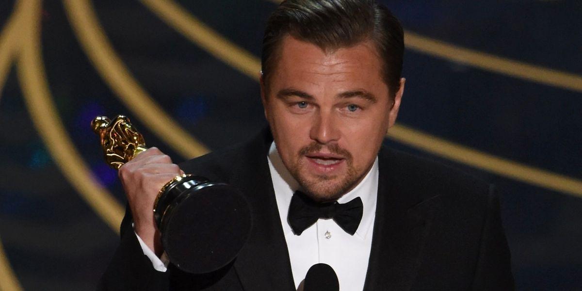 Lange hatte er auf diesen Moment gewartet: Leonardo DiCaprio mit seinem ersten Oscar.