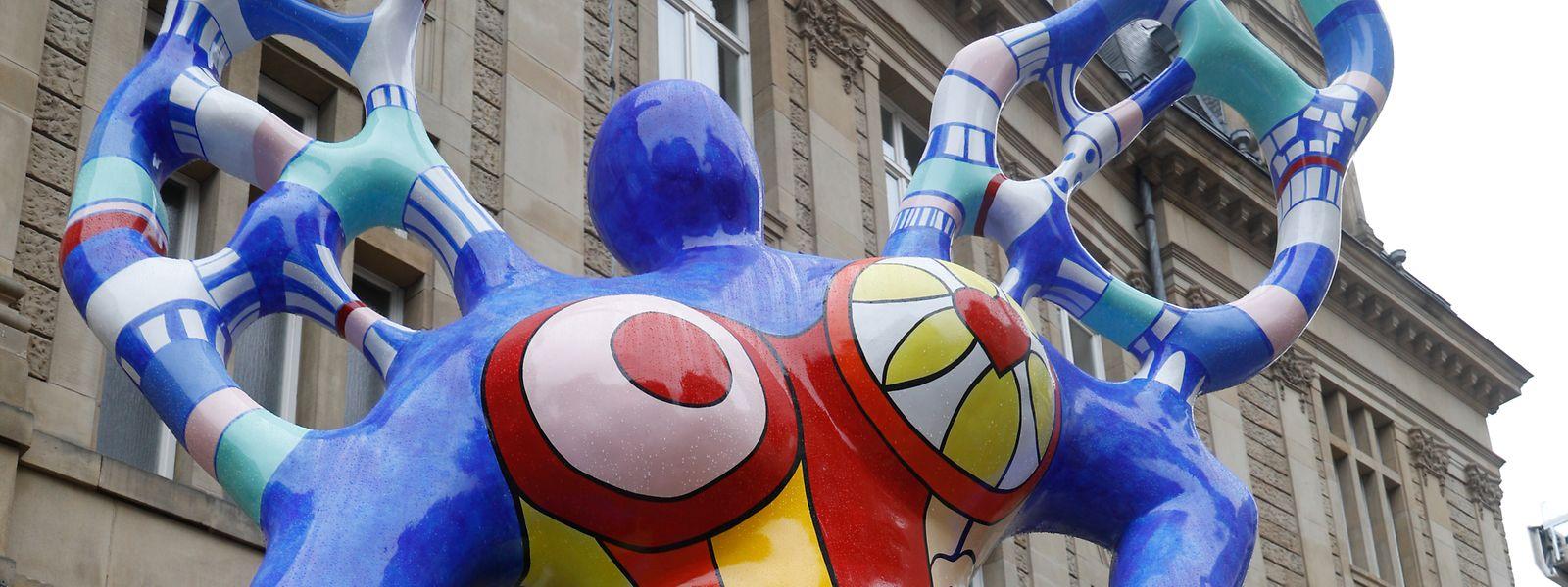 La sculpture revient plus belle que jamais, fière de sa demi-tonne multicolore.