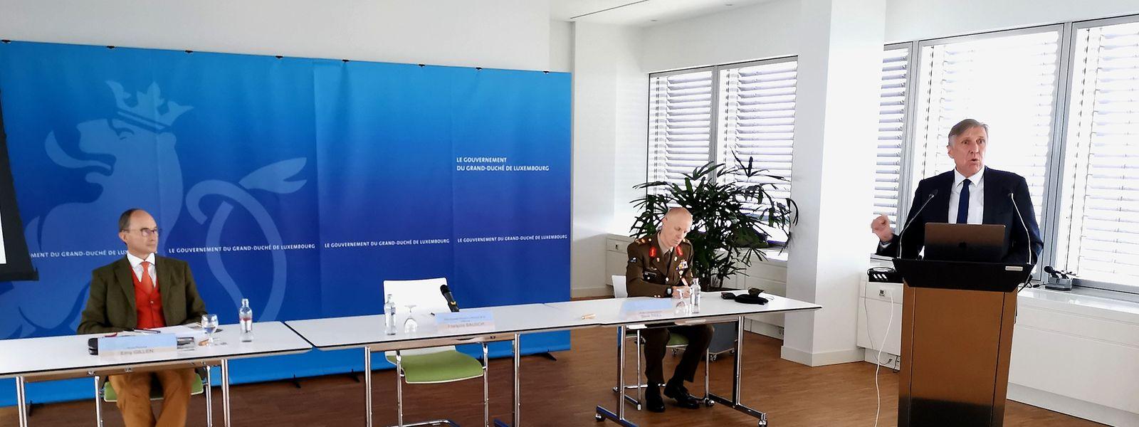 Erny Gillen, Generalstabschef Steve Thull und Verteidigungsminister François Bausch (v.l.n.r.) bei der Präsentation der Wertecharta.