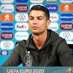 Vídeo. O gesto de Ronaldo que fez perder milhões à Coca-Cola