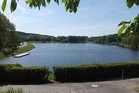 Eine neue Ferienanlage soll Touristen und Abenteuerlustige an die Seen in Weiswampach locken; noch ist es dort allerdings ruhig.