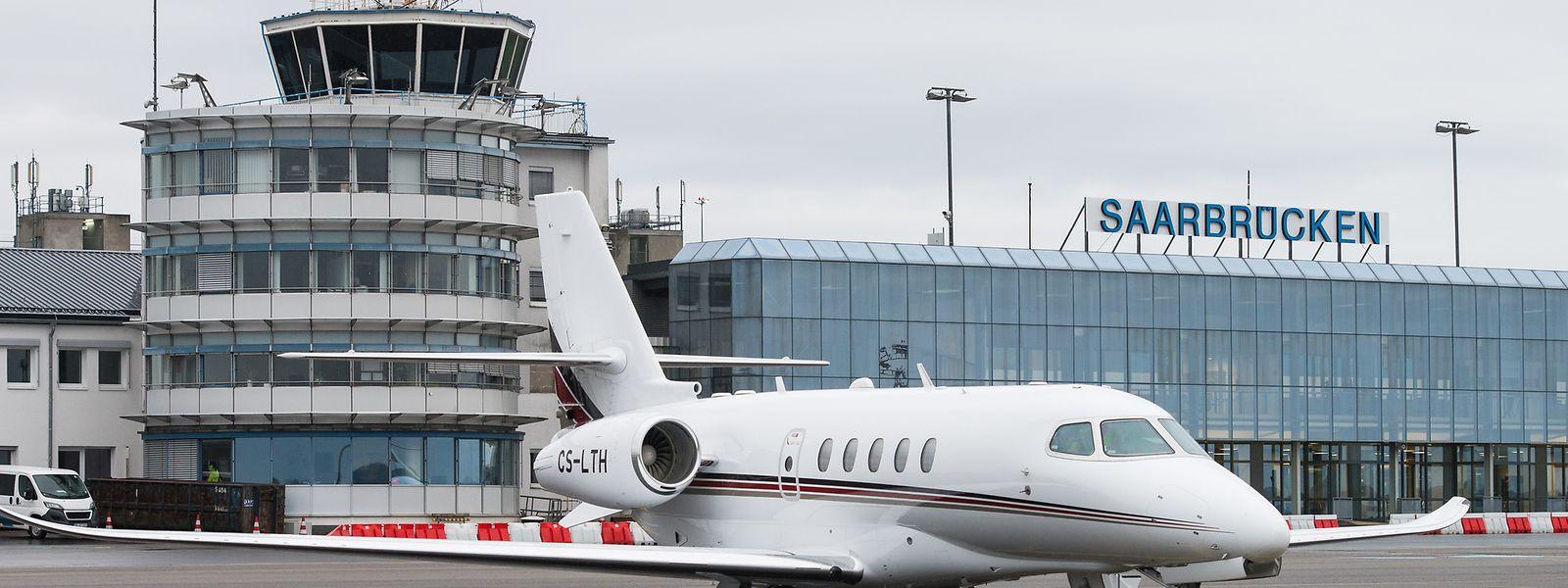 Als erster Flughafen in Deutschland wird der Airport in Saarbrücken mit einem neuartigen Notbremssystem für Flugzeuge ausgerüstet.