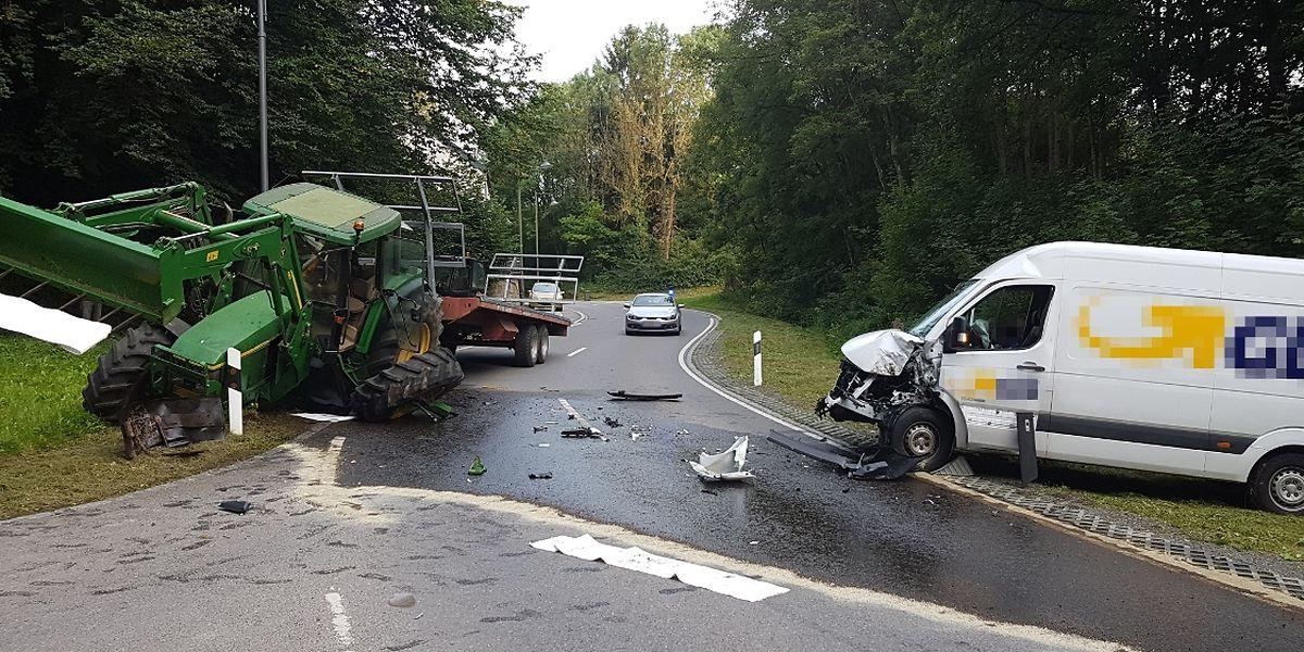 Beide Fahrzeuge wurden beim Zusammenprall erheblich beschädigt.