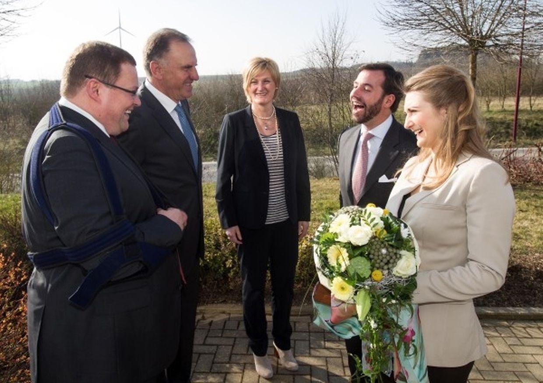 CEO René Jost, Verwaltungsratspräsident Marc Solvi und Staatssekretärin Francine Closener empfingen das erbgroßherzogliche Paar in Lentzweiler.