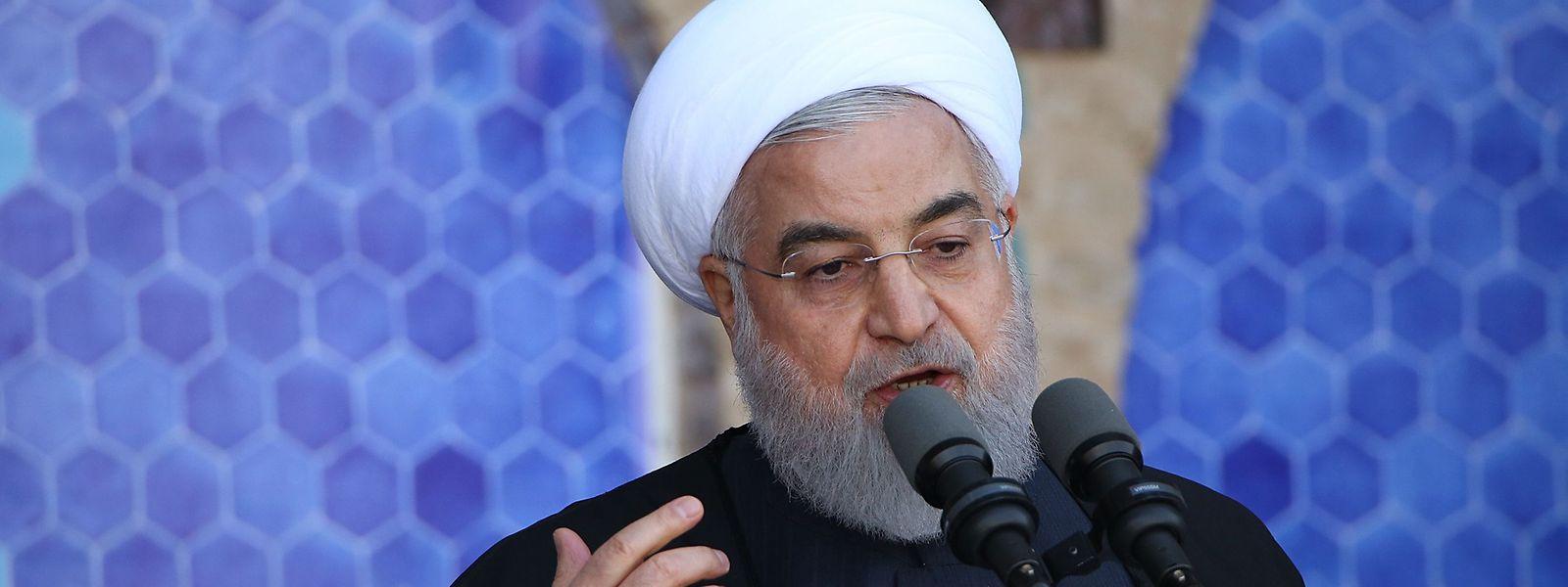 Irans Präsident Hassan Rouhani. Der iranische Präsident Hassan Rouhani hat einen weiteren Teilausstieg aus dem Wiener Atomabkommen angekündigt.