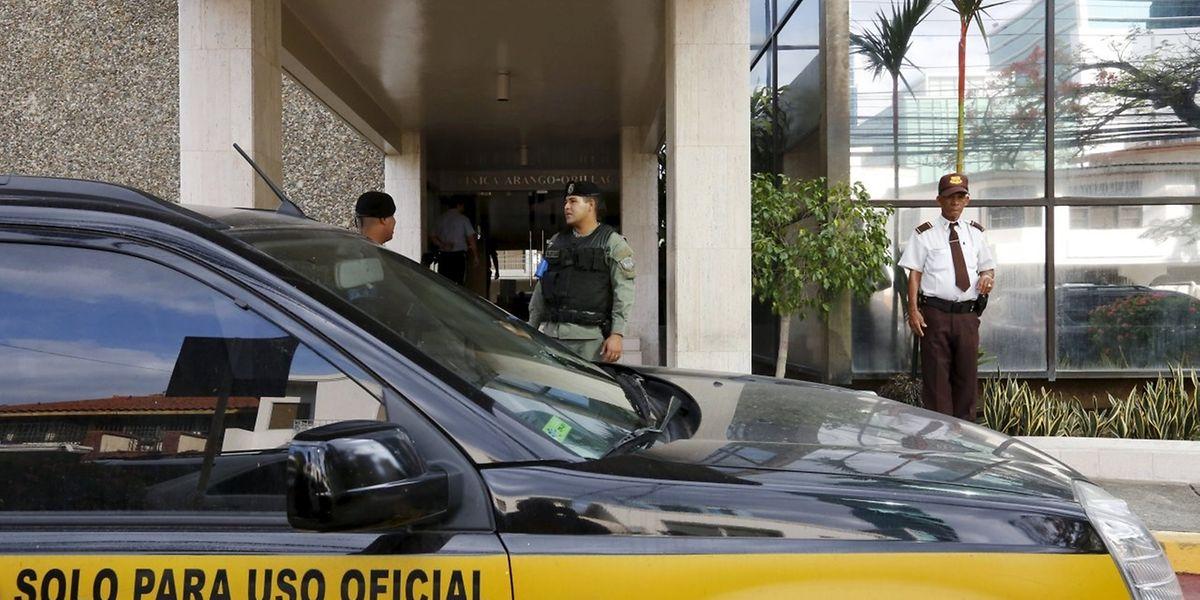 Der Wagen des panamesischen Generalstaatsanwalts am Dienstag vor der Kanzlei Mossack Fonseca