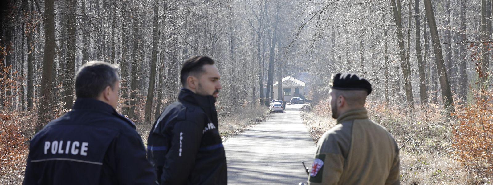 Das Lager ist zurzeit weiträumig abgesperrt, es werden keine Journalisten auf das Areal gelassen.