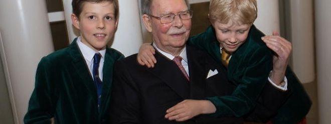 Il y a un an, lors de son 95e anniversaire, le grand-duc Jean entouré des princes Gabriel et Noah.