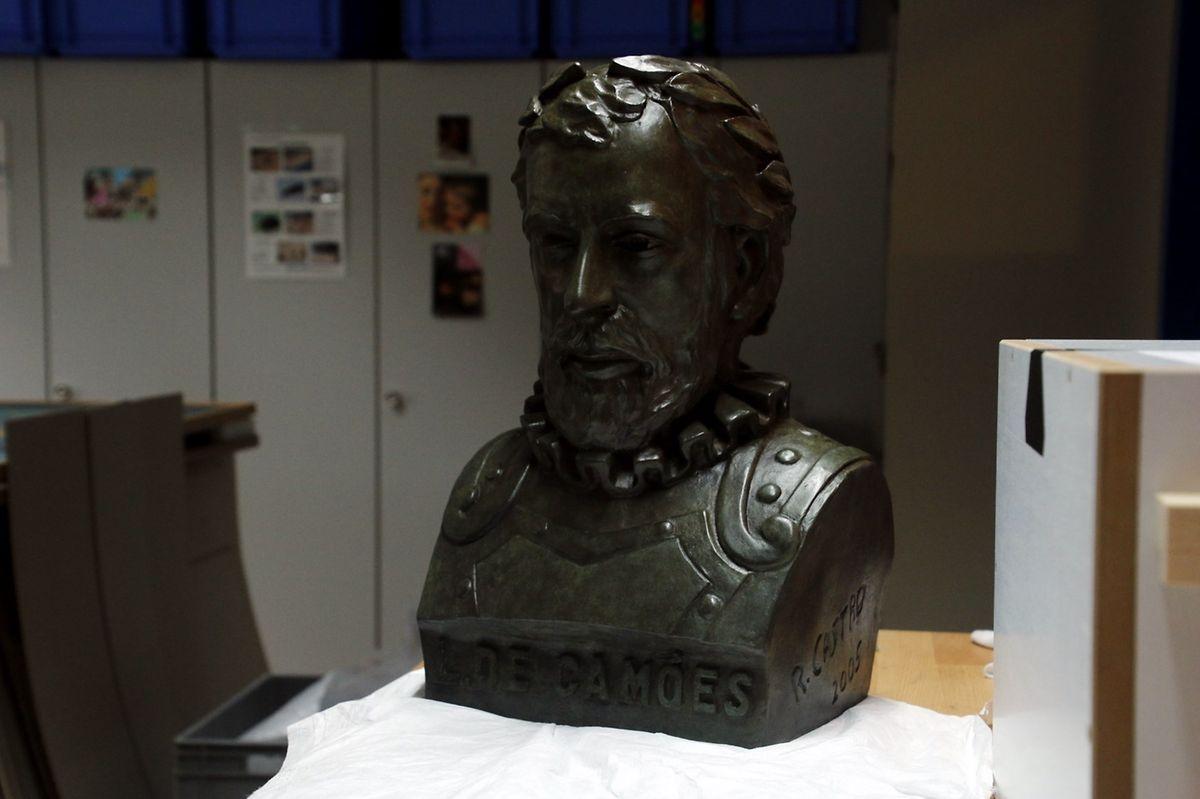 """O busto vai ficar """"mais elegante, mais valorizado e até vai parecer maior"""""""