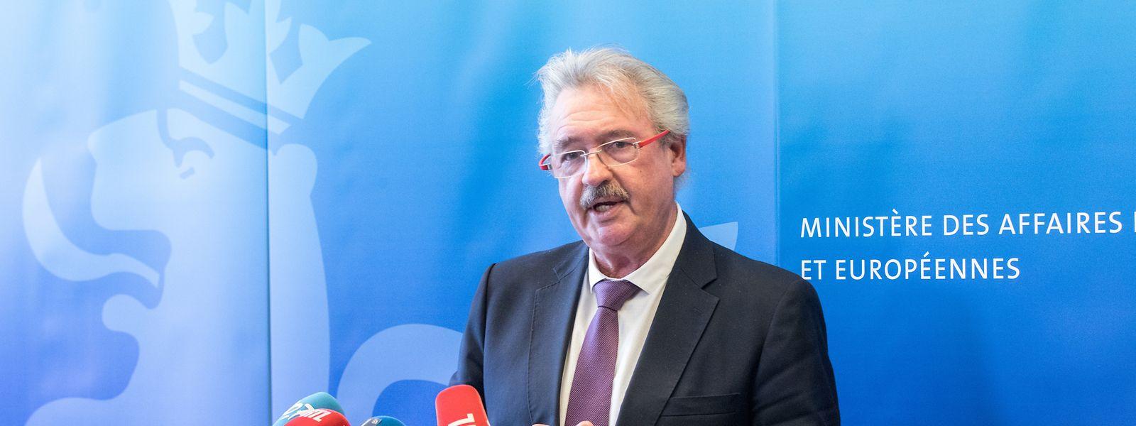 Außenminister Jean Asselborn bei einer Pressekonferenz.