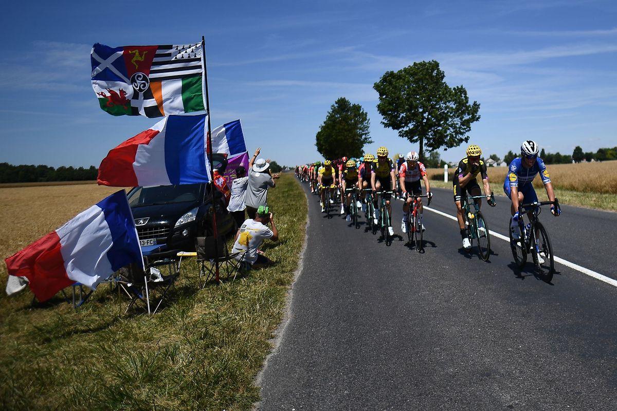 Tour-Fans jubeln den Radsportlern zwischen Reims und Nancy zu.