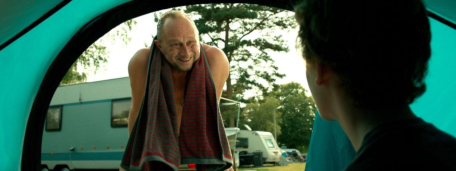 """Benoît Poelvoorde (Bernard), Hélie Thonnat (Emile) im Film """"Venise n'est pas en Italie""""."""