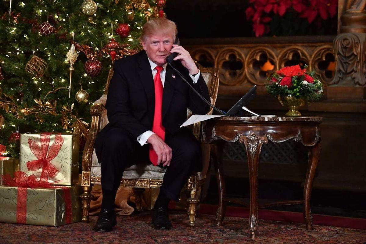 US-Präsident Trump hat an Heiligabend die Anrufe von Kindern entgegen genommen, die sich nach Santas Flug erkunden wollten.