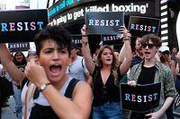 An zahlreichen Orten der USA waren die Menschen wegen der Transgender-Haltung der Regierung Trump auf die Straßen gegangen.