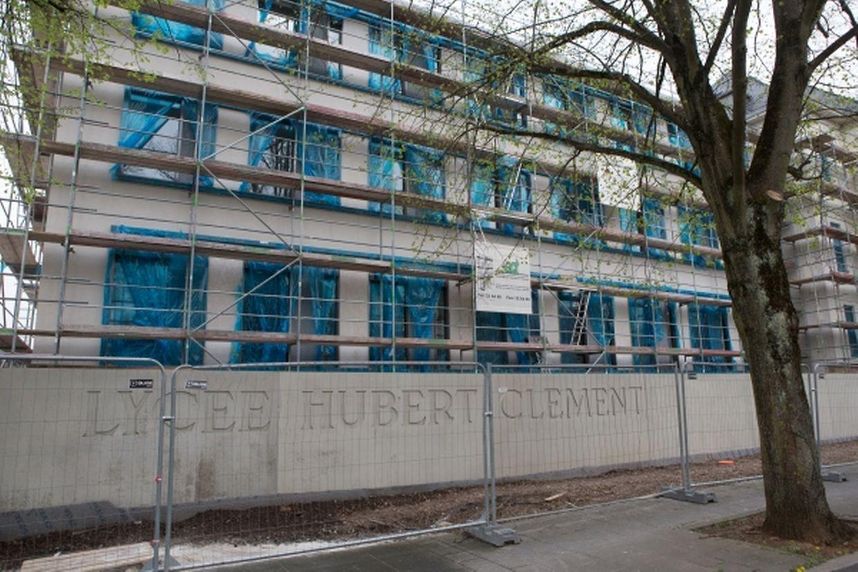 """Von außen präsentiert sich der aus den fünfziger Jahren stammende Gebäudeflügel (""""aalt Gebai"""") des LHCE bereits sehr ansehnlich."""